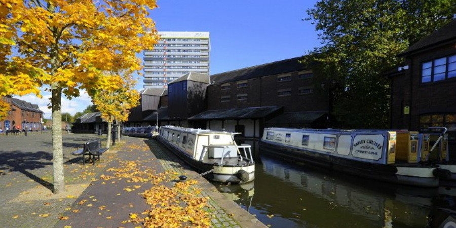 Coventry Canal in the autumn