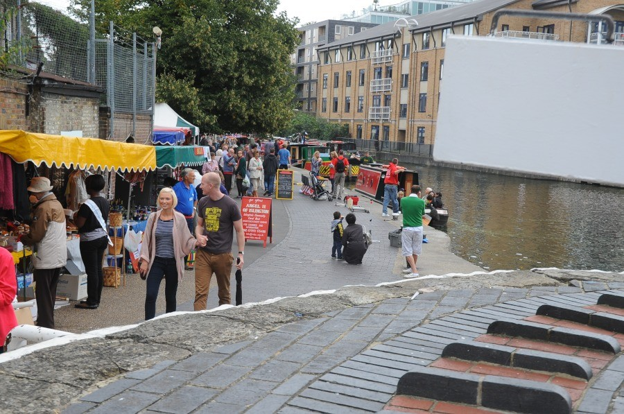Crowds at Islington City Rd Basin