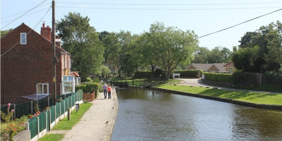 Turnerwood lock and cottages
