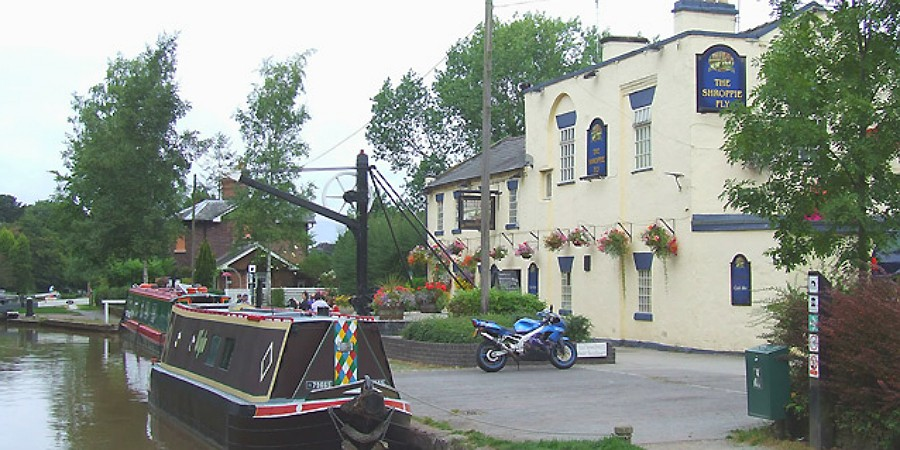 Canal side pub at Audlem