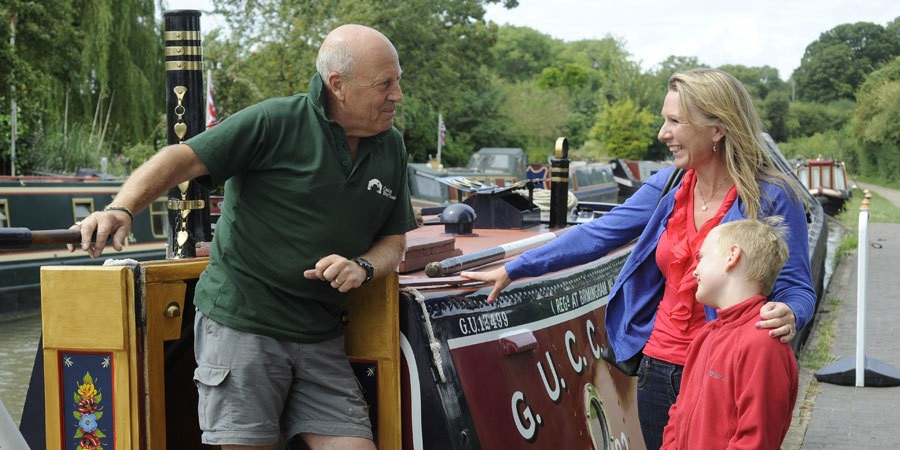 A lady and child talking to the skipper of a narrowboat
