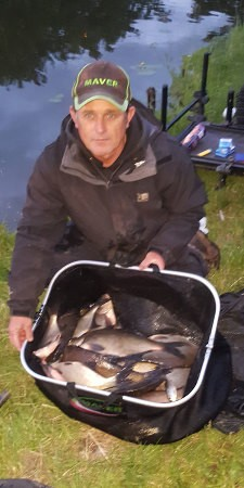 Daz Shaw, angler, with winning catch