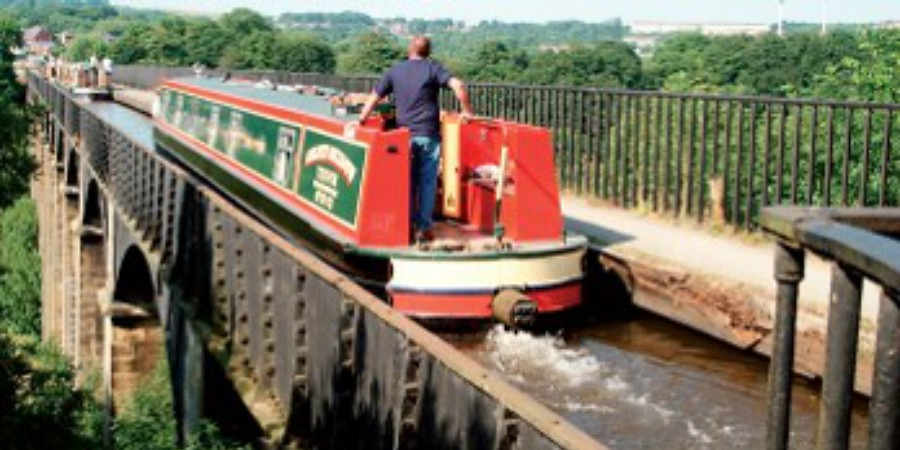 Boat trips over Pontcysyllte Aqueduct (Anglo Welsh)