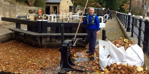 Billy the lock keeper clearing leaves