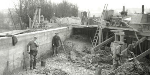 Puddle clay repair to a breach at Weedon, 1940