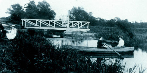 Swing Bridge 7 in 1909 - credit Sheila Nix MBE Collection