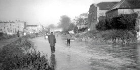 Black and white photo of canal at Malthouse in Bath in 963