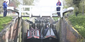 Caen Hill lock opening times