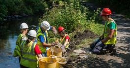 Swansea Canal Society join forces with the Waterway Recovery Group (Photo: Swansea Canal Society)