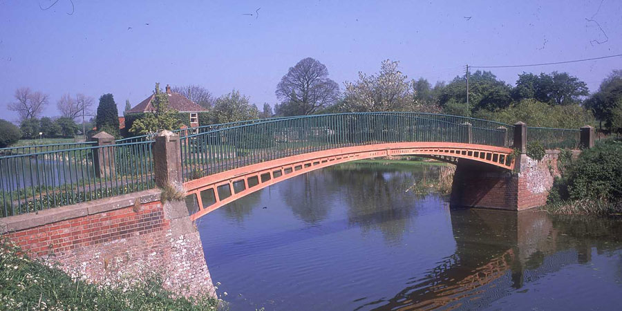 Iron bridge over Fossdyke Navigation