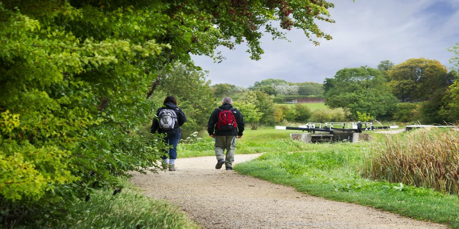 Two walkers at Tring Reservoirs
