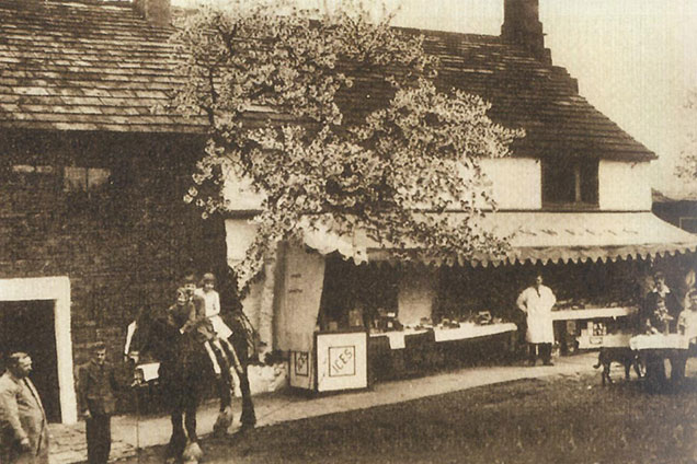 Black and white photo of Hirst Farm with stall, horse and visitors