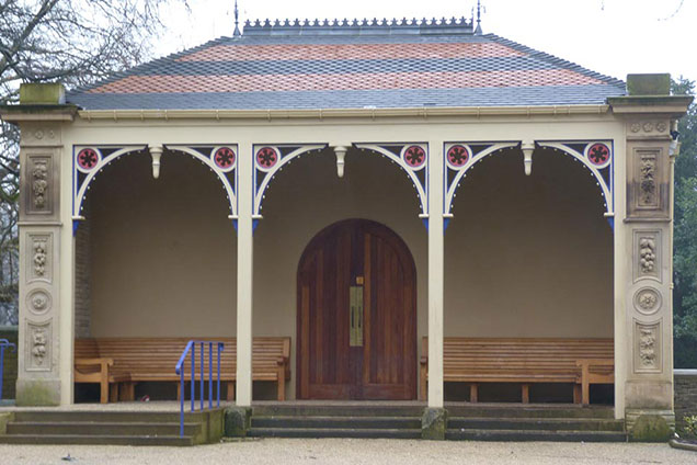 Victorian promanade with alcove seats in Roberts Park