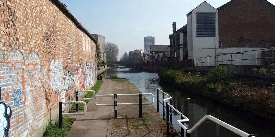 photo of bow wharf, hertford union canal