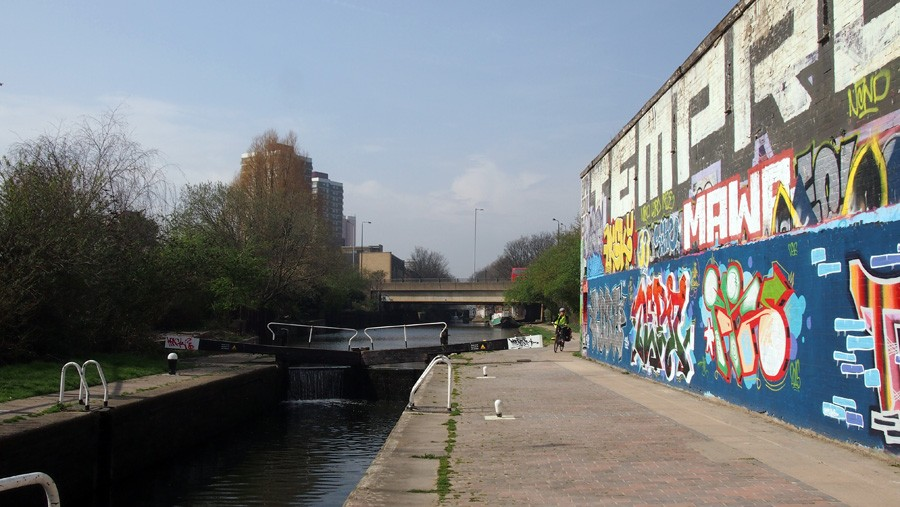 photo of Old Ford Bottom Lock, Hertford Union Canal