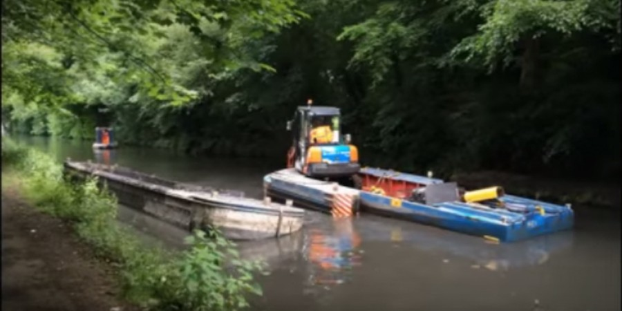 Dredging on Staffordshire & Worcester Canal