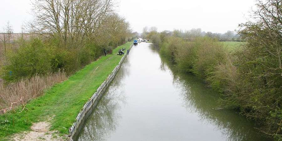 Bridge 8 on the Aylesbury Arm