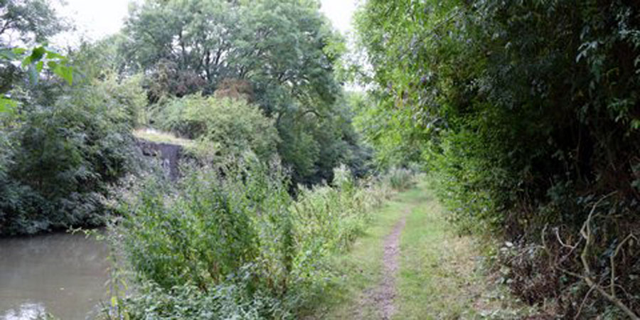 Towpath of Grand Union Canal/Oxford Canal dual length
