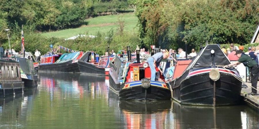 mooring at Stoke Bruerne