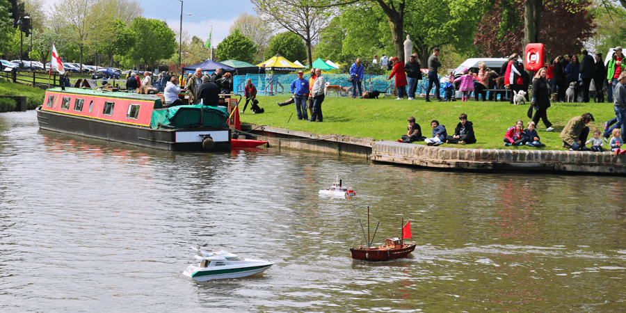 Model boating at Droitwich