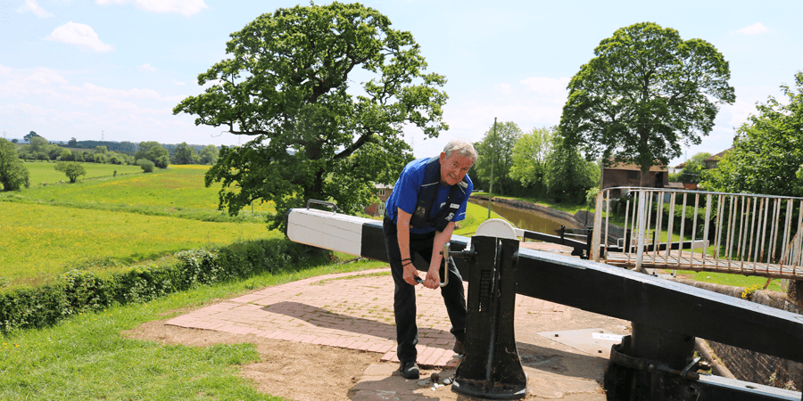 Frankton Locks with lockkeeper