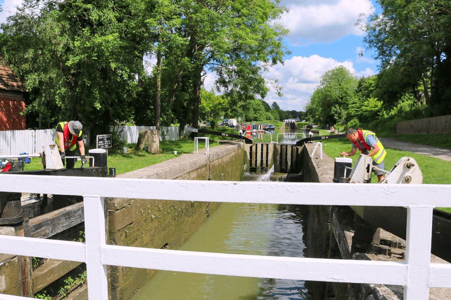 Looking after locks at Caen Hill