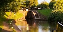 Atherstone bottom lock in early morning sun