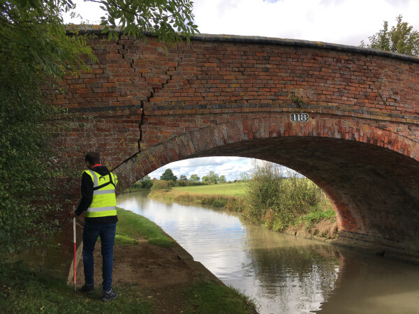 Jose Villamarin, volunteer assistant asset engineer, inspecting a bridge, Oxford Canal by Laura Diez balbas